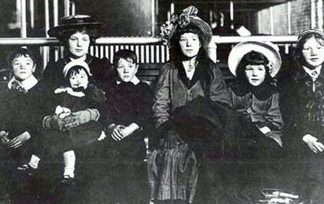 cropped_swf_Irish_family_Ellis_Island